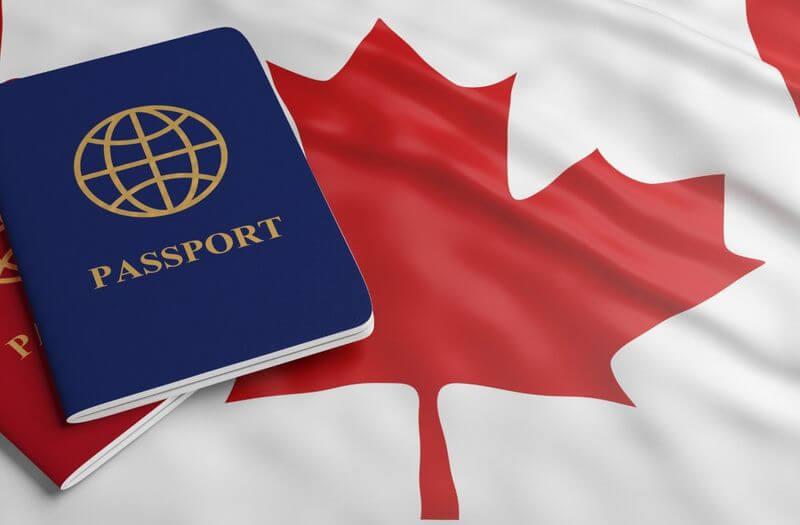 pasaporte y bandera de Canadá
